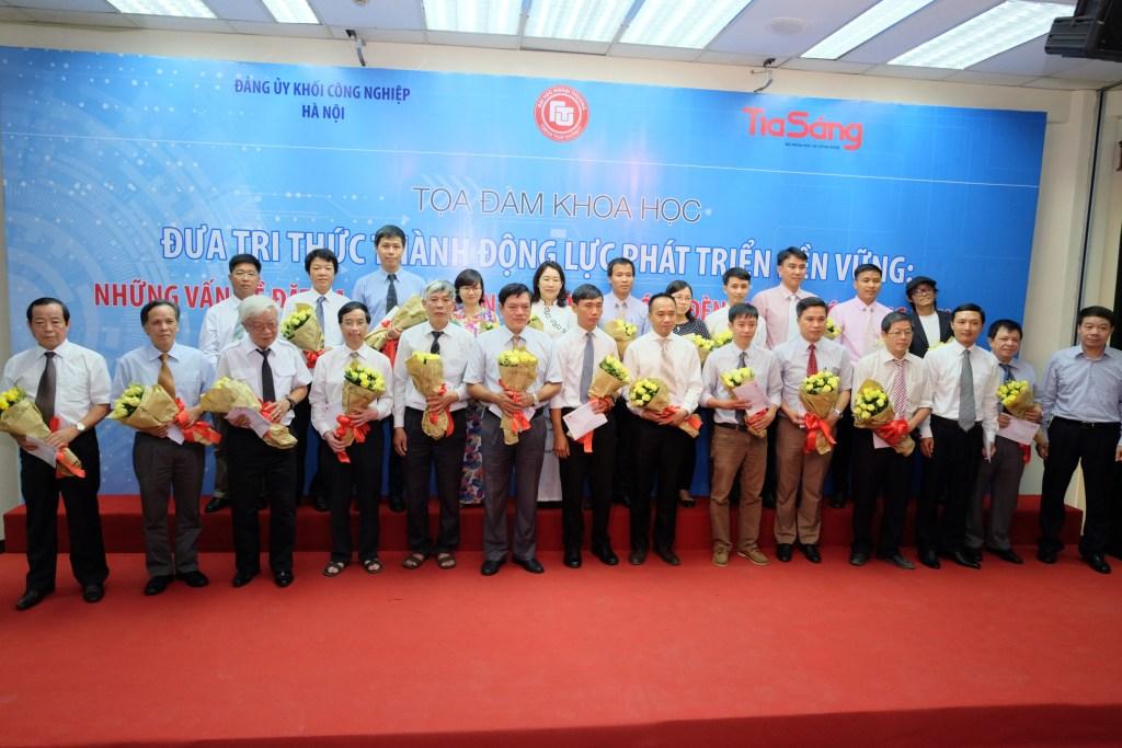 Lời tri ân của CBCNV Rạng Đông tới các nhà khoa học nhân Trung tâm R&D chiếu sáng tròn 5 tuổi