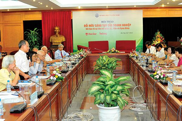 Đưa Tri thức thành động lực phát triển bền vững -  Rạng Đông sáng tạo đổi mới để nâng cao năng lực cạnh tranh