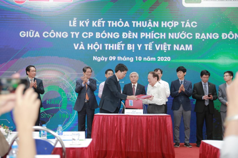 Rạng Đông ký kết hợp tác với Hội Thiết bị Y tế Việt Nam phát triển hệ chiếu sáng trong y tế và quang y cụ
