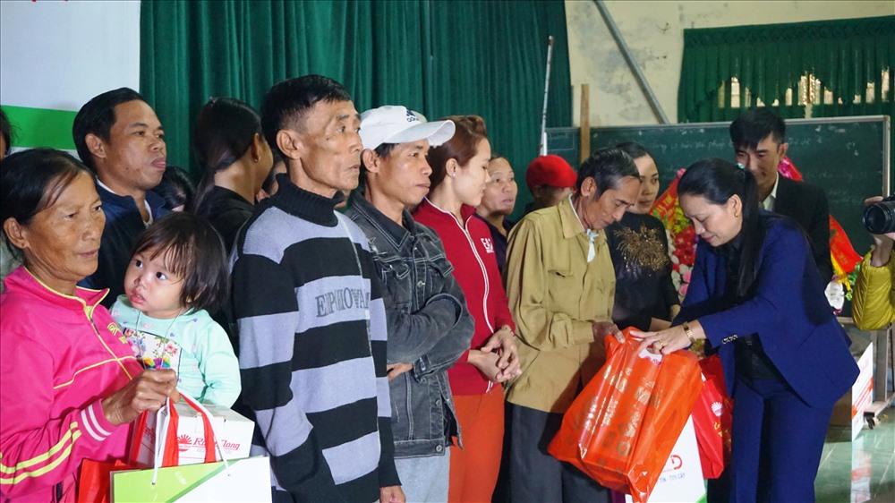 1000 suất quà của Rạng Đông được chuyển đến người dân vùng lũ tỉnh Nghệ An