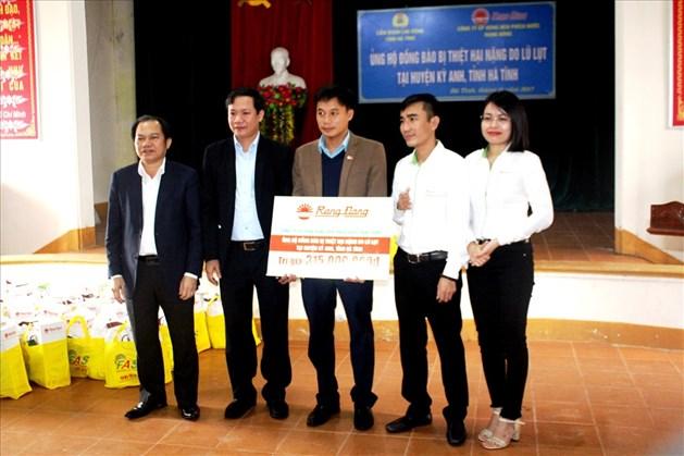 2000 suất quà Rạng Đông hỗ trợ cho hộ gia đình nghèo tại Hà Tĩnh