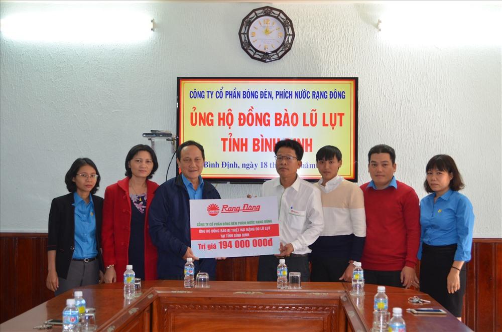 6000 bóng đèn Rạng Đông đến với người dân vùng lũ tỉnh Bình Định