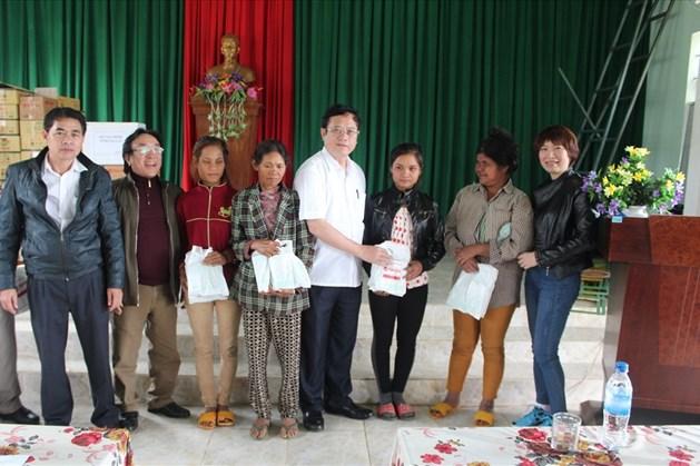 3000 suất quà được trao cho hộ gia đình khó khăn tại tỉnh Gia Lai