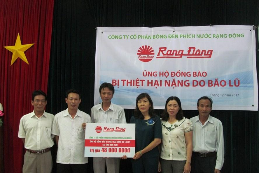 500 suất quà Rạng Đông được trao cho CBCNV  nghèo tại tỉnh KonTum