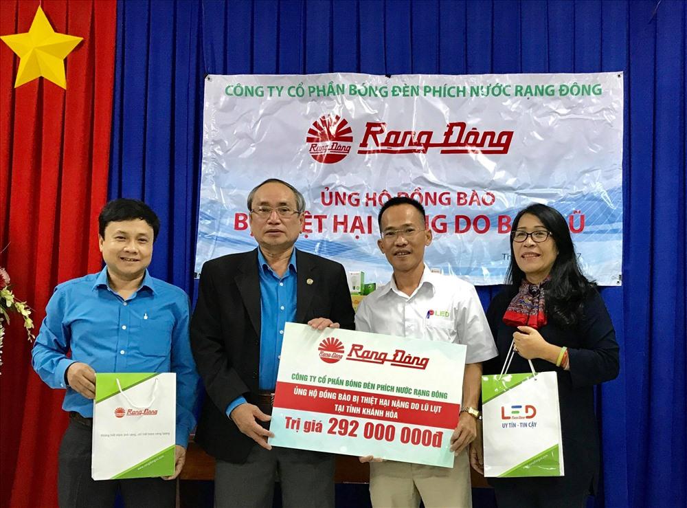 3000 suất quà Rạng Đông trao cho nhân dân bị thiệt hại nặng do bão tại Khánh Hòa