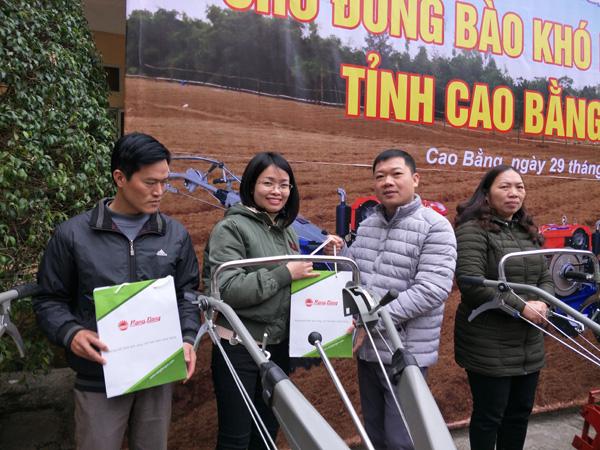 Trao tặng quà tết cho nông dân nghèo Cao Bằng