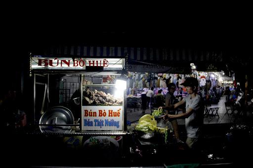 Đèn Bulb 12VDC Rạng Đông thích hợp sử dụng gánh hàng rong buổi tối, chợ đêm