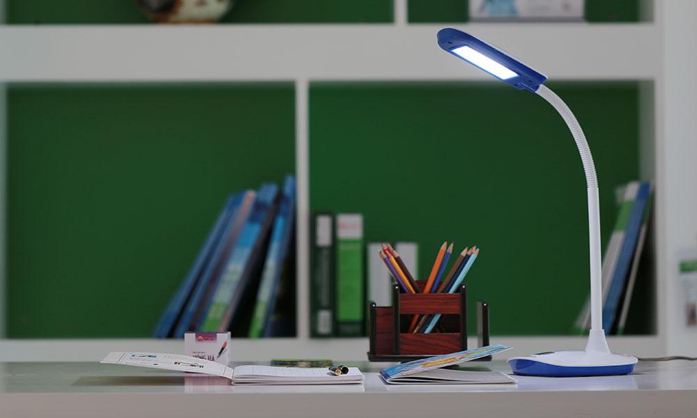 Lựa chọn đèn bàn nào đem lại an toàn, hiệu quả trong học tập