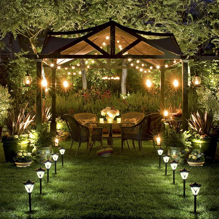Đui đèn Rạng Đông chiếu sáng khu vườn