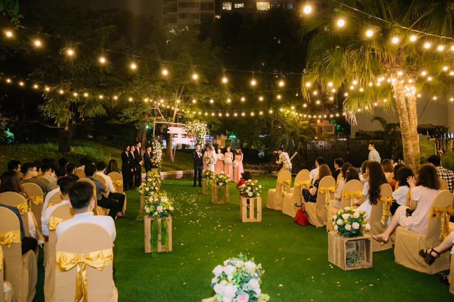 Đui đèn Rạng Đông chiếu sáng tiệc cưới, sinh nhật ngoài trời