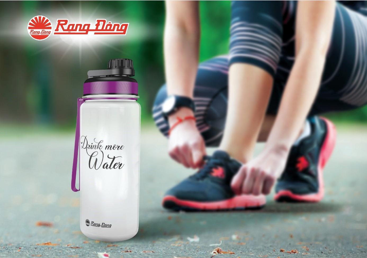 Uống nhiều nước sau khi tập thể dục là điều cần thiết để bù lượng nước mà bạn đã mất do đổ mồ hôi