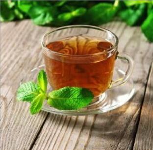 Pha trà xanh sử dụng phích Rạng Đông